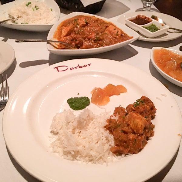 Photo prise au 2 Darbar Grill Fine Indian Cuisine par James E. le11/25/2016