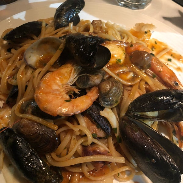 Photo prise au Catullo - Ristorante Pizzeria par Donna S. le11/18/2018