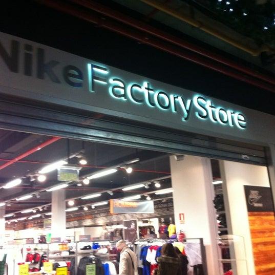 amargo Espinoso Desplazamiento  Photos at Nike Factory Store - 1 tip from 133 visitors