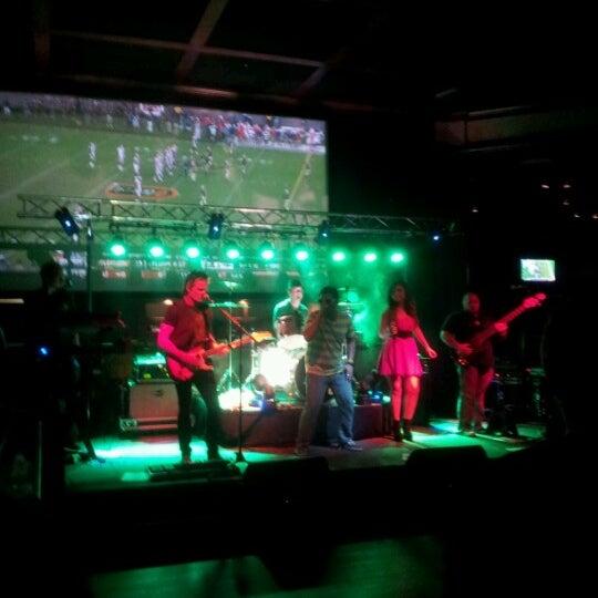 Foto diambil di Cool River Cafe oleh Amber G. pada 9/23/2012