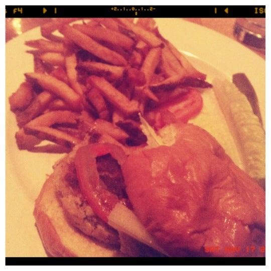 Das Foto wurde bei Matchbox Vintage Pizza Bistro von Tiffany L. am 11/18/2012 aufgenommen