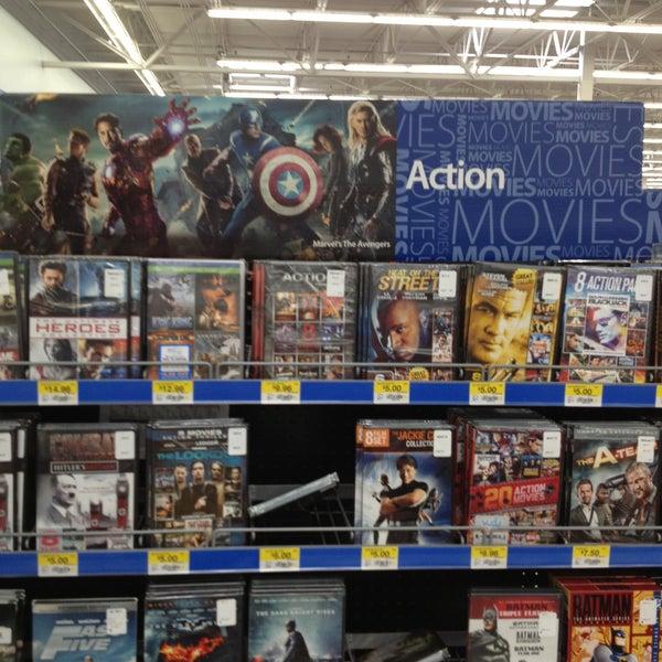 Das Foto wurde bei Walmart von Ashley M. am 4/16/2013 aufgenommen