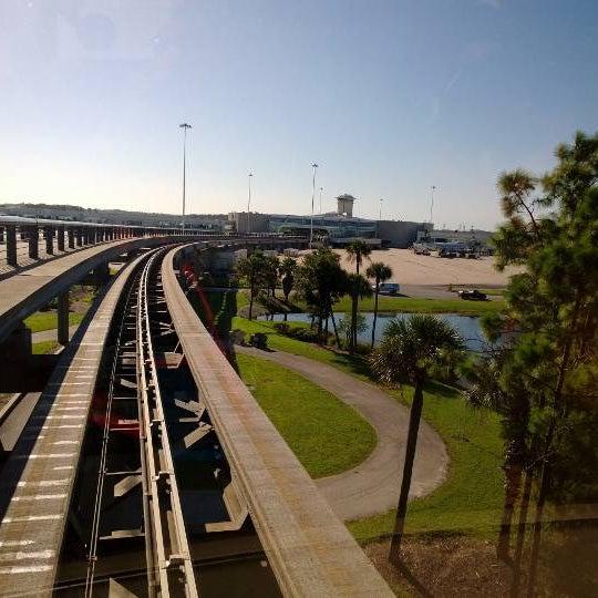 Foto tirada no(a) Aeroporto Internacional de Orlando (MCO) por Mai em 9/20/2013