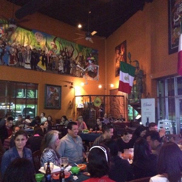 Das Foto wurde bei Mi Pueblito Restaurant Bar & Grill von Pedro C. am 3/22/2014 aufgenommen