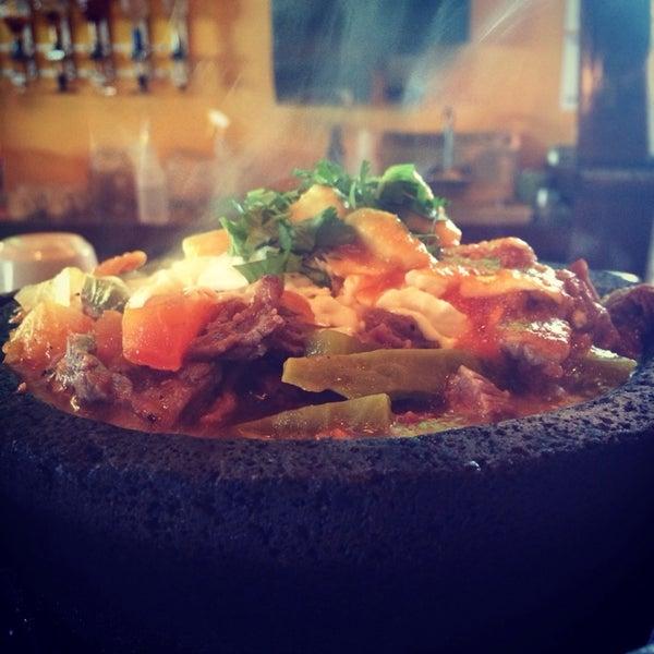 Das Foto wurde bei Mi Pueblito Restaurant Bar & Grill von Pedro C. am 2/19/2014 aufgenommen