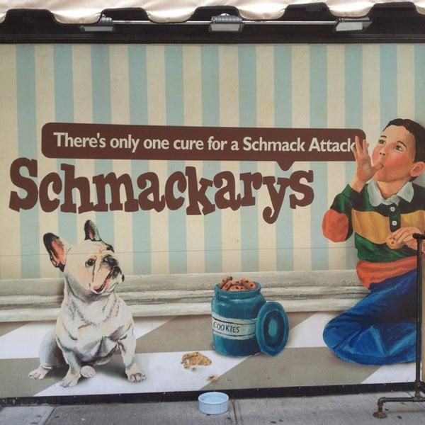 รูปภาพถ่ายที่ Schmackary's โดย Katie G. เมื่อ 7/11/2013