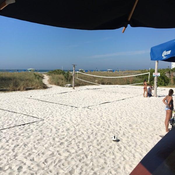 Photo prise au Toasted Monkey Beach Bar par Ryan le11/13/2016