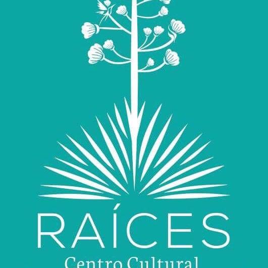 Gastronomía y bebida tradicional, métodos de café y centro cultural con artesanías, música y danza mexicana.