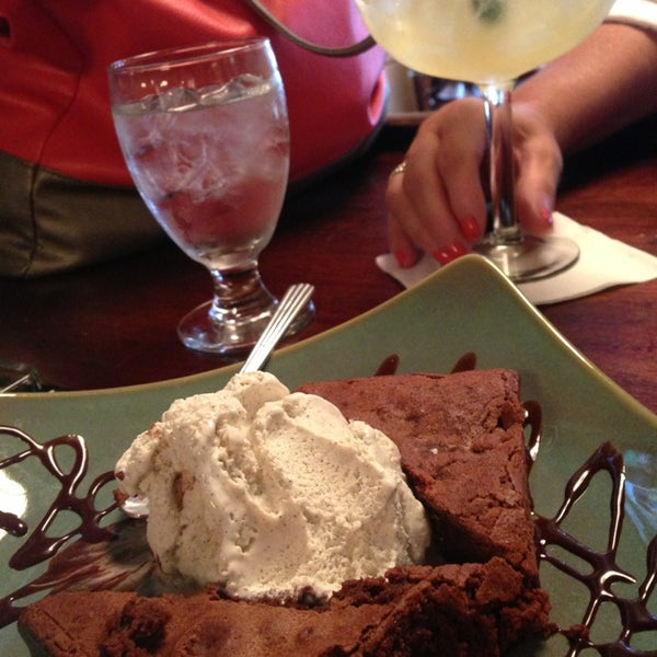 รูปภาพถ่ายที่ Cupping Room Cafe โดย Veronica G. เมื่อ 6/14/2013