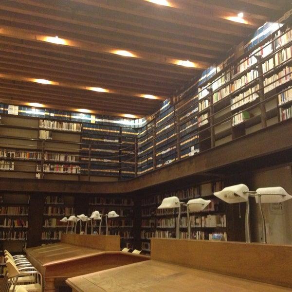 4/23/2013에 Angeles G.님이 Profética - Casa de la Lectura에서 찍은 사진