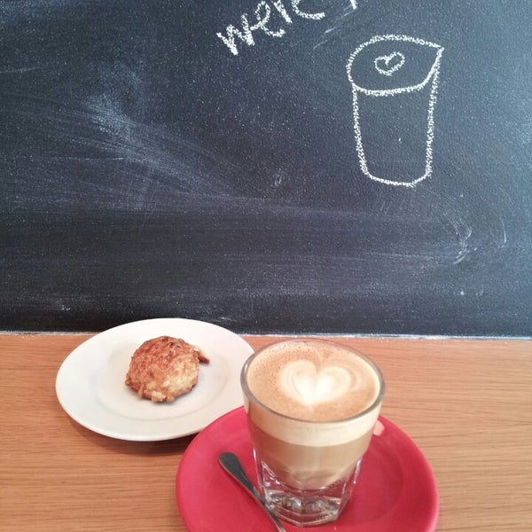 Foto tomada en Ports Coffee & Tea Co. por Arnaldo J. L. el 5/22/2013