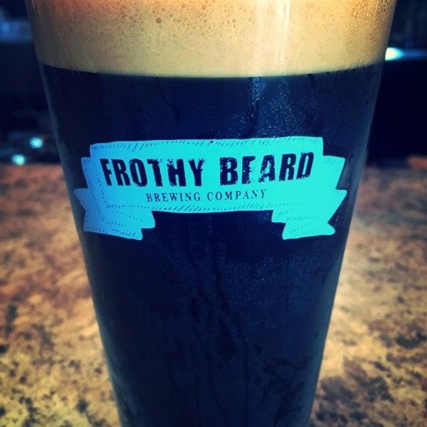 Foto tirada no(a) Frothy Beard Brewing Company por Eric L. em 6/29/2016