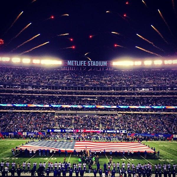รูปภาพถ่ายที่ MetLife Stadium โดย Brett S. เมื่อ 10/22/2013