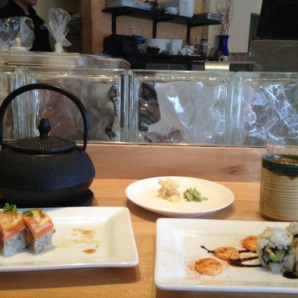 รูปภาพถ่ายที่ Sushi Tora โดย David W. เมื่อ 2/5/2013