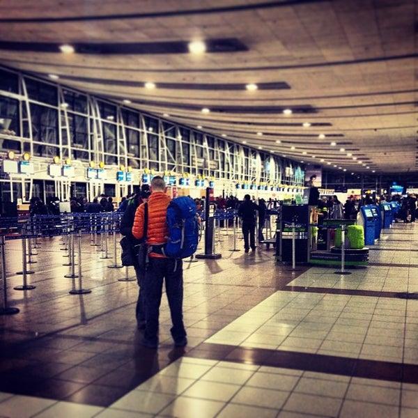 Foto tirada no(a) Aeropuerto Internacional Comodoro Arturo Merino Benítez (SCL) por Eve D. em 9/20/2013