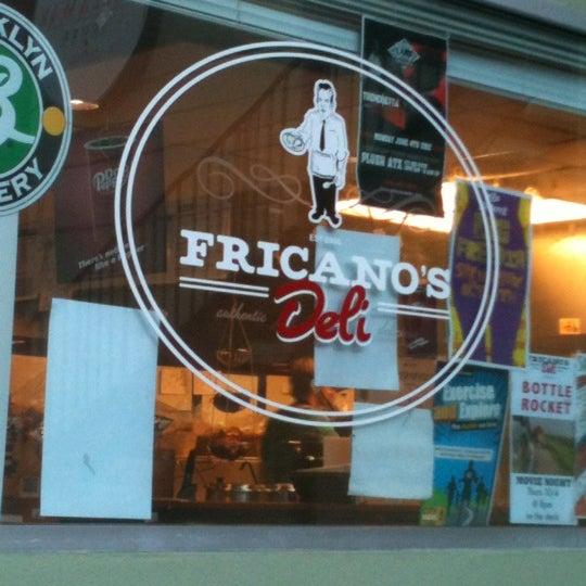 รูปภาพถ่ายที่ Fricano's Deli & Catering โดย Samantha O. เมื่อ 10/4/2012