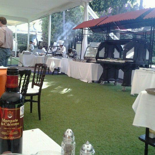 Foto diambil di Hacienda de Los Morales oleh Dorian P. pada 12/9/2012