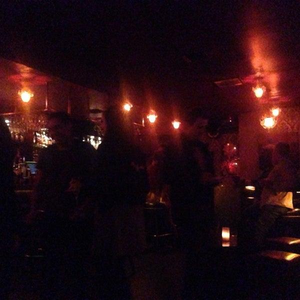 Foto tomada en Seventy7 Lounge por Andrew G. el 3/19/2014