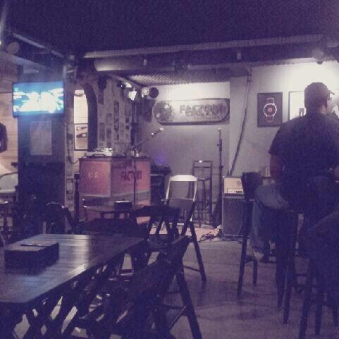 4/21/2013 tarihinde Lílli S.ziyaretçi tarafından Factory Coffee Bar'de çekilen fotoğraf