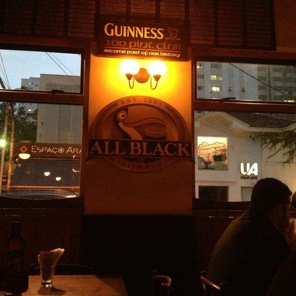 Foto diambil di All Black Irish Pub oleh Luciana N. pada 2/6/2013