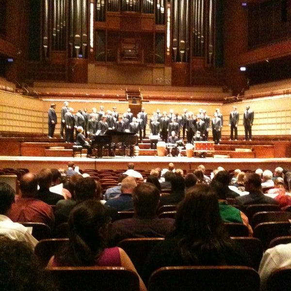 Foto tirada no(a) Morton H. Meyerson Symphony Center por Samuel R. em 3/16/2013