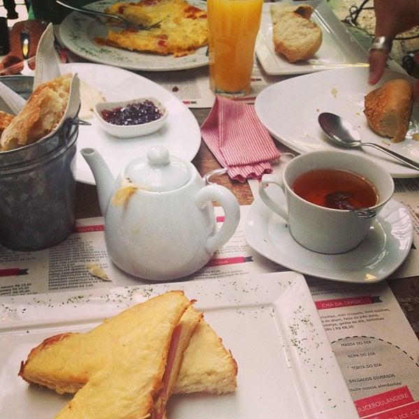 รูปภาพถ่ายที่ Julice Boulangère โดย Luciana D. เมื่อ 7/9/2013