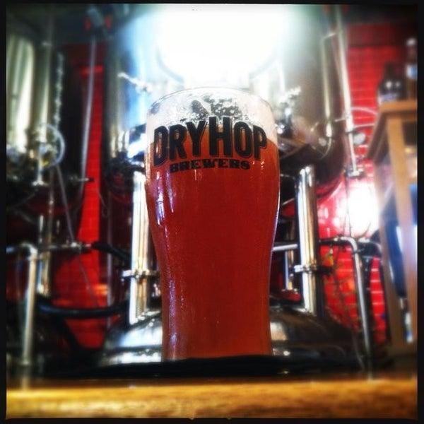 6/29/2013에 Xaarlin님이 DryHop Brewers에서 찍은 사진