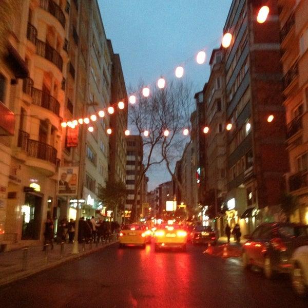 Das Foto wurde bei City's Nişantaşı von L o o K ✨. am 2/10/2013 aufgenommen