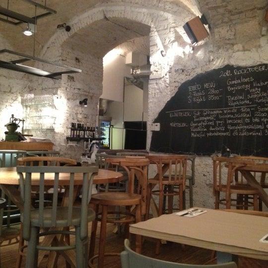 รูปภาพถ่ายที่ MÁK โดย Nora A. เมื่อ 10/16/2012