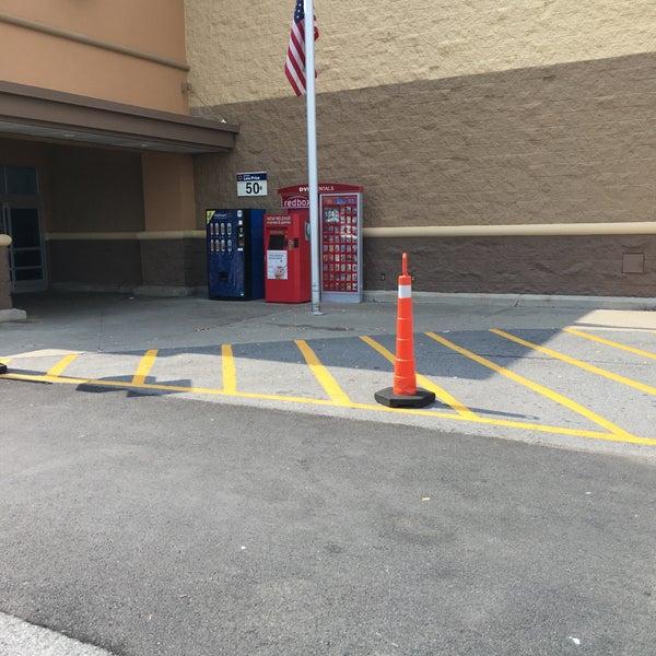 7/27/2016 tarihinde rinuxziyaretçi tarafından Walmart'de çekilen fotoğraf