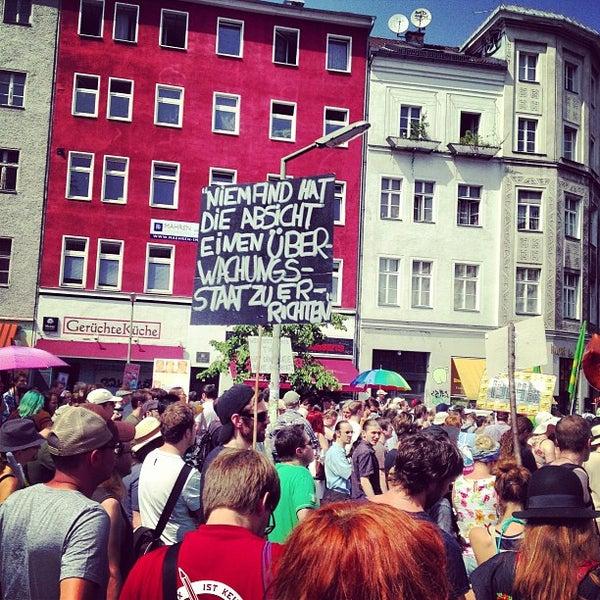 รูปภาพถ่ายที่ Critical Mass Berlin โดย Sven F. เมื่อ 7/27/2013