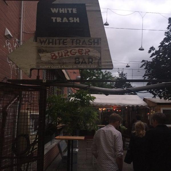 Photo prise au White Trash Fast Food par Stefan G. le7/14/2016