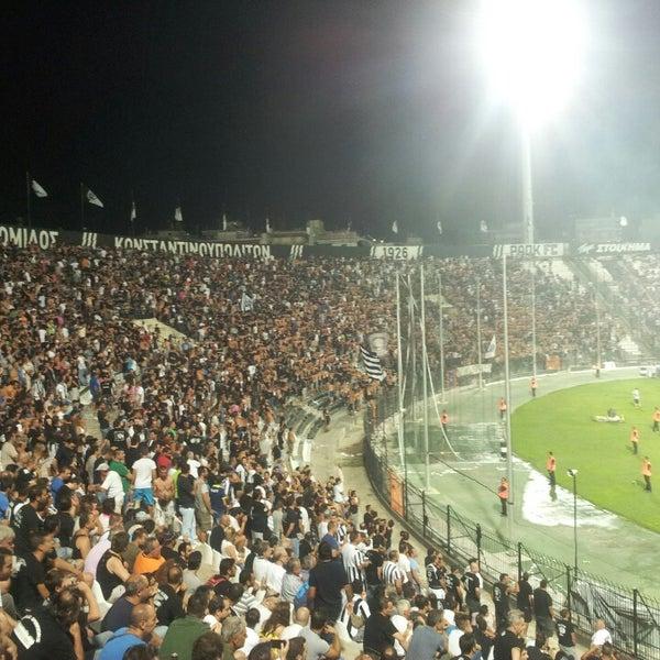รูปภาพถ่ายที่ Toumba Stadium โดย Nikolaos P. เมื่อ 8/17/2013