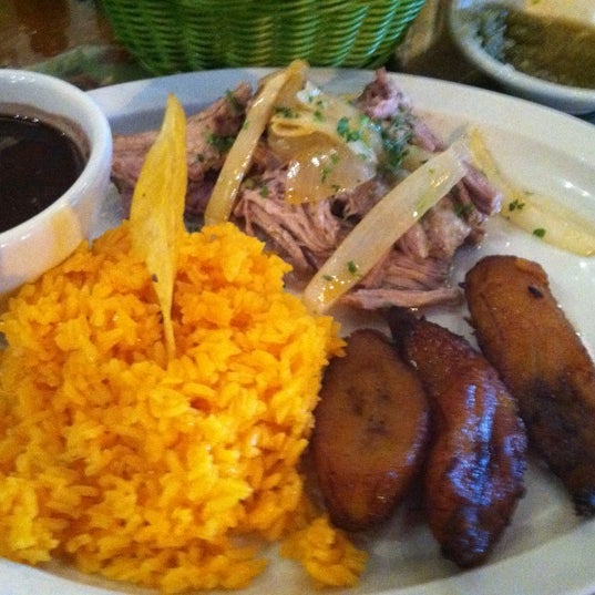 Foto diambil di El Meson de Pepe Restaurant & Bar oleh Mags pada 1/2/2013