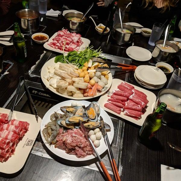 Foto diambil di 99 Favor Taste 99號餐廳 oleh Kate F. pada 2/11/2018