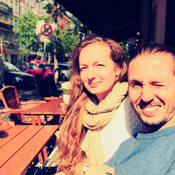 Foto diambil di Cafe Esquina oleh Valentin V. pada 9/6/2015