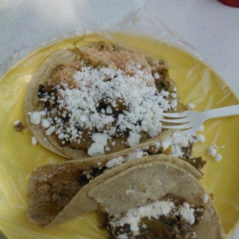 รูปภาพถ่ายที่ Tacos Gus โดย Hector M. เมื่อ 2/22/2013