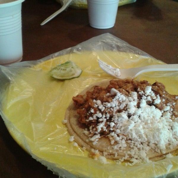 รูปภาพถ่ายที่ Tacos Gus โดย Hector M. เมื่อ 7/18/2013
