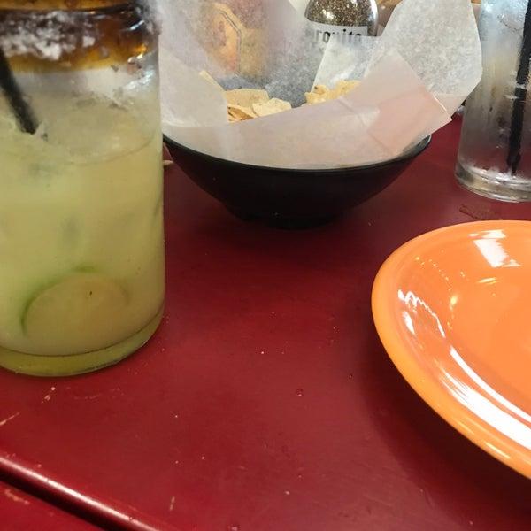 Foto scattata a Paco's Tacos & Tequila da Nick S. il 10/27/2018