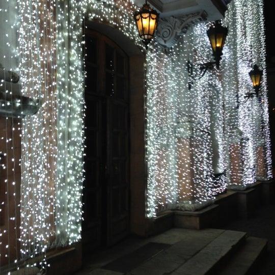 12/22/2012 tarihinde Dmitry N.ziyaretçi tarafından Cafe Pushkin'de çekilen fotoğraf