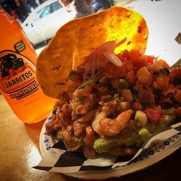 Снимок сделан в Seven Lives - Tacos y Mariscos пользователем Roland G. 3/20/2015