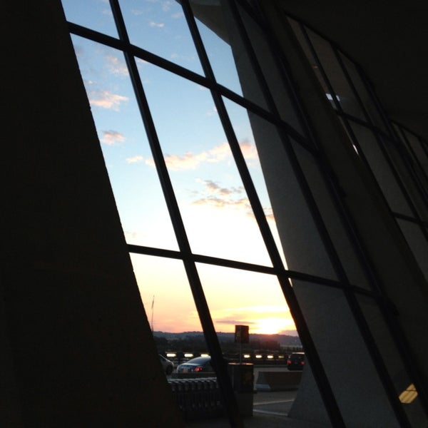 Foto diambil di Washington Dulles International Airport oleh Tyler N. pada 6/29/2013