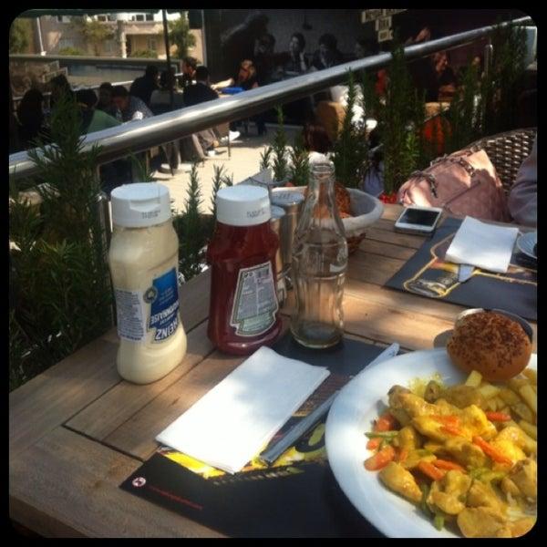 3/29/2013 tarihinde İmgehan K.ziyaretçi tarafından Mint Restaurant & Bar'de çekilen fotoğraf