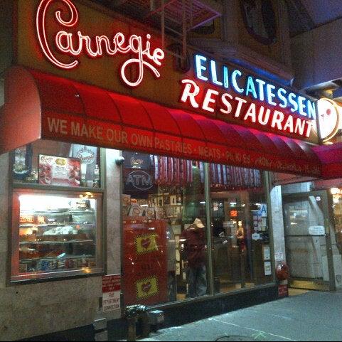 Foto tomada en Carnegie Deli por Grant L. el 11/7/2012