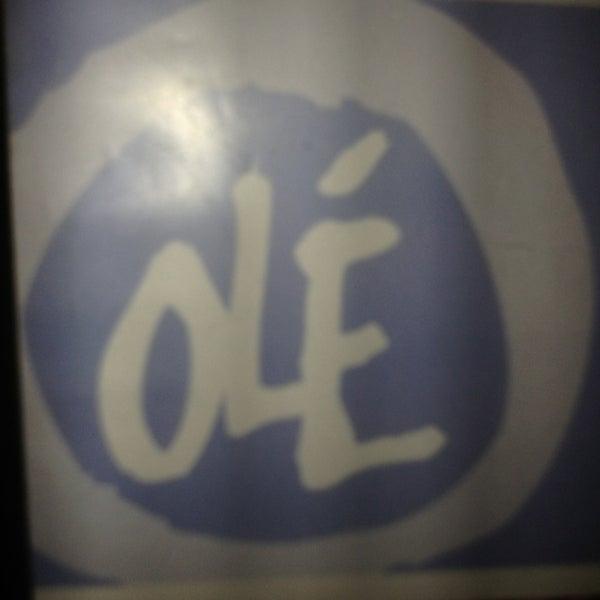 รูปภาพถ่ายที่ Olé โดย EJ P. เมื่อ 3/23/2013