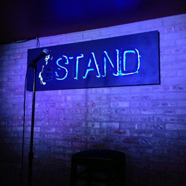 รูปภาพถ่ายที่ The Stand Restaurant & Comedy Club โดย Harry R. เมื่อ 3/31/2013