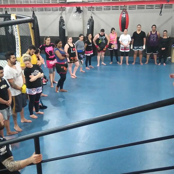 Faça as aulas de Muay Thai. Fale com os Mestres Tutty ou Rato. 💪