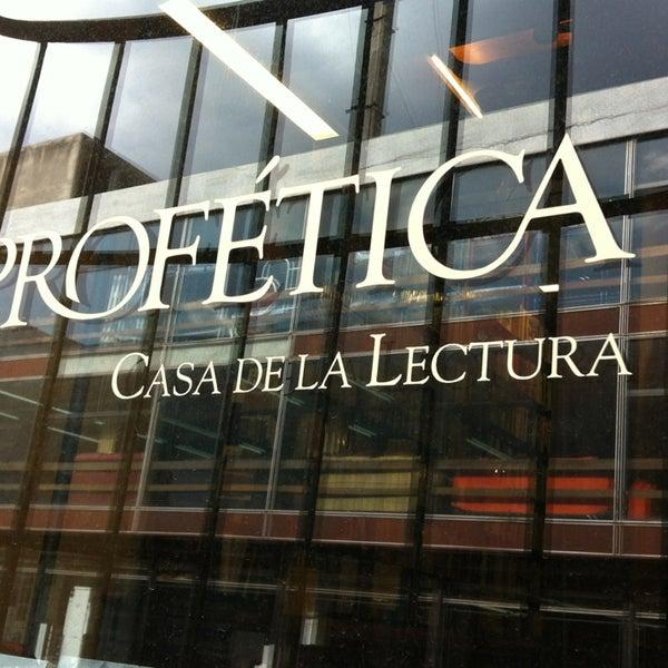 6/27/2013에 Ho R.님이 Profética - Casa de la Lectura에서 찍은 사진