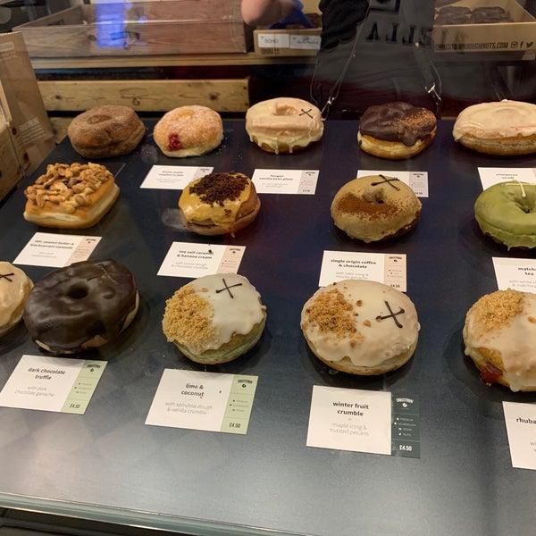 Снимок сделан в Crosstown Doughnuts & Coffee пользователем Tariq 3/5/2020