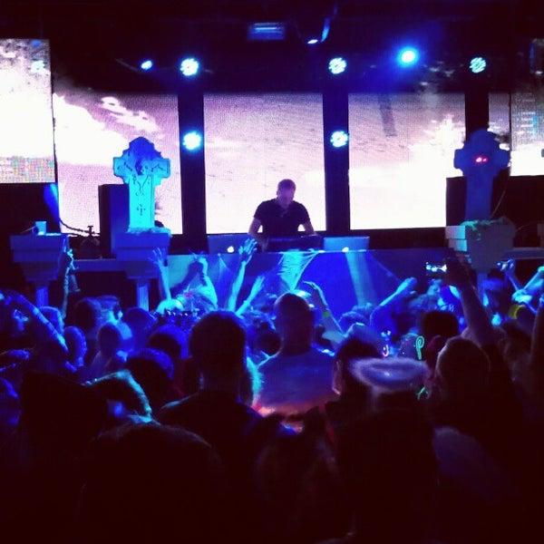 Das Foto wurde bei Foundation Nightclub von Zach am 11/1/2012 aufgenommen